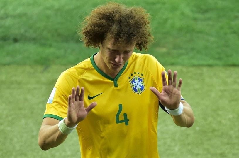 Załamany piłkarz Brazylii David Luiz /AFP