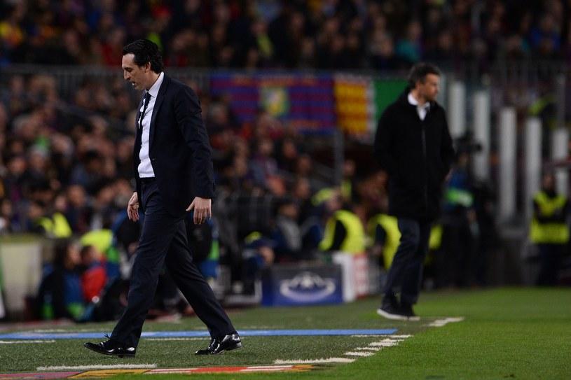 Załamany Unai Emery po meczu z Barceloną na Camp Nou /AFP