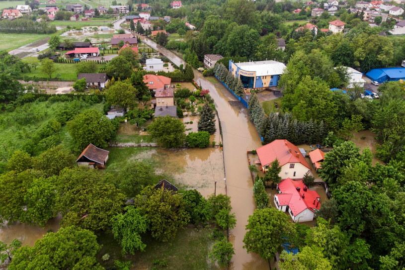 Zalane domy w Dąbrowie Tarnowskiej /Paweł Topolski /PAP