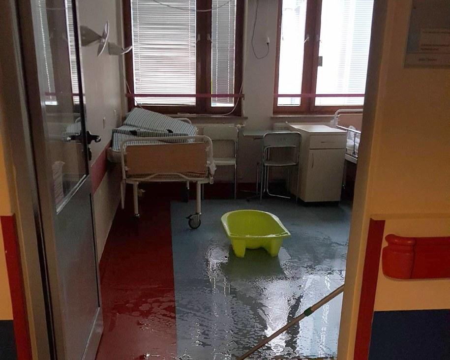 Zalane sale w Centrum Zdrowia Dziecka w Warszawie /Gorąca Linia RMF FM