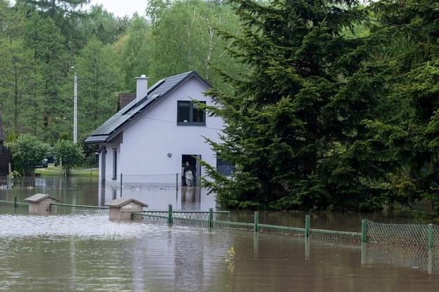 Zalane tereny po czwartkowych ulewach w Rydułtowach (pow. wodzisławski) /Hanna Bardo /PAP