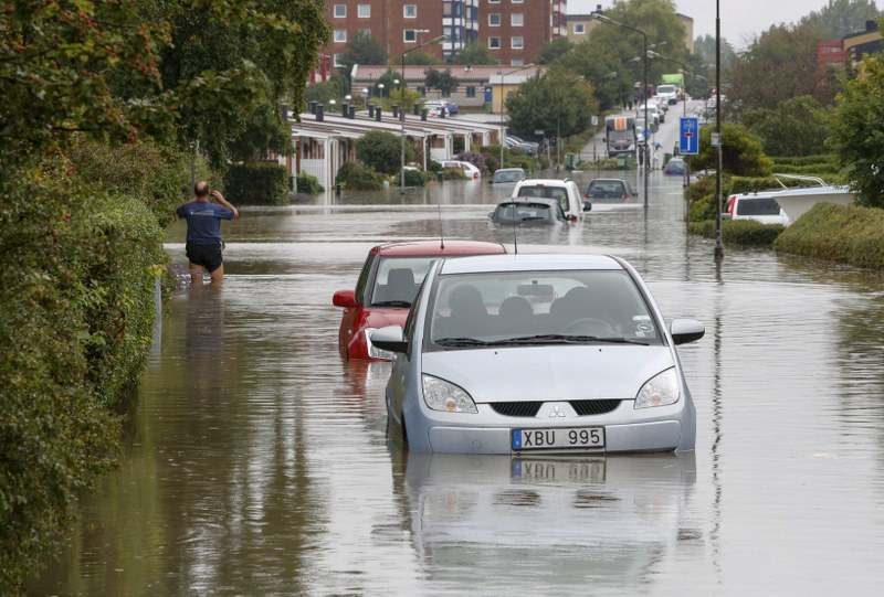 Zalane ulice w szwedzkim Malmoe /Stig-Ake Jonsson /PAP/EPA