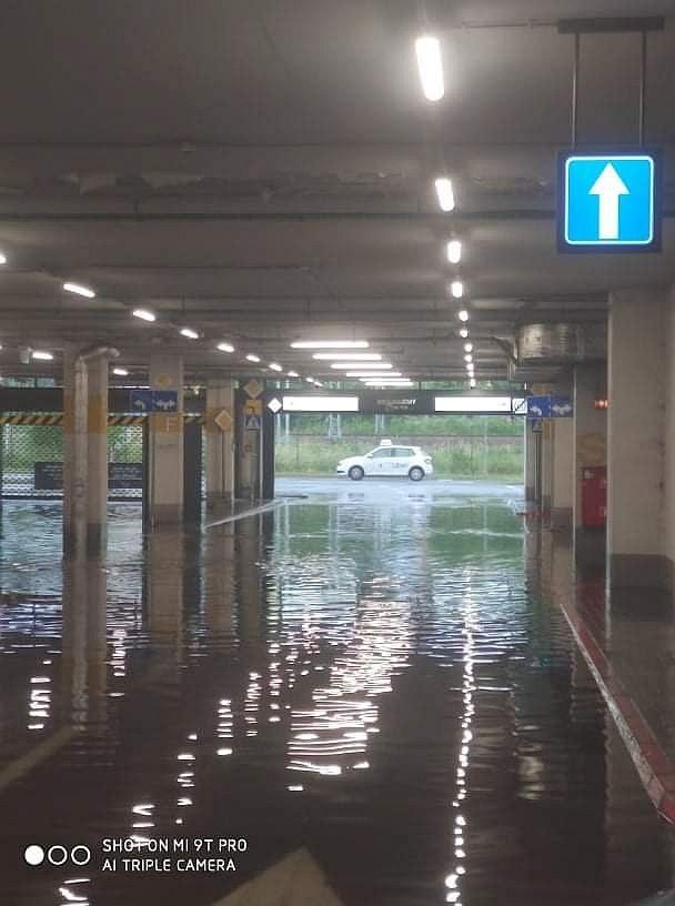 Zalany parking stołecznej galerii handlowej Arkadia po przejściu nawałnicy /Piotr /Materiały nadesłane przez użytkowników