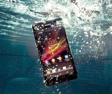 Zalany telefon - jak go naprawić?
