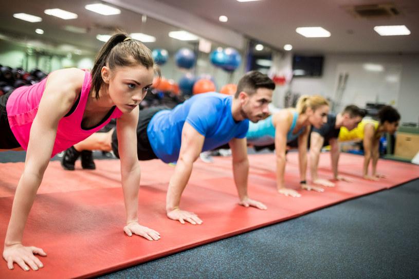 Zalecana minimalna dawka ruchu to 150 minut umiarkowanej aktywności fizycznej tygodniowo /123RF/PICSEL