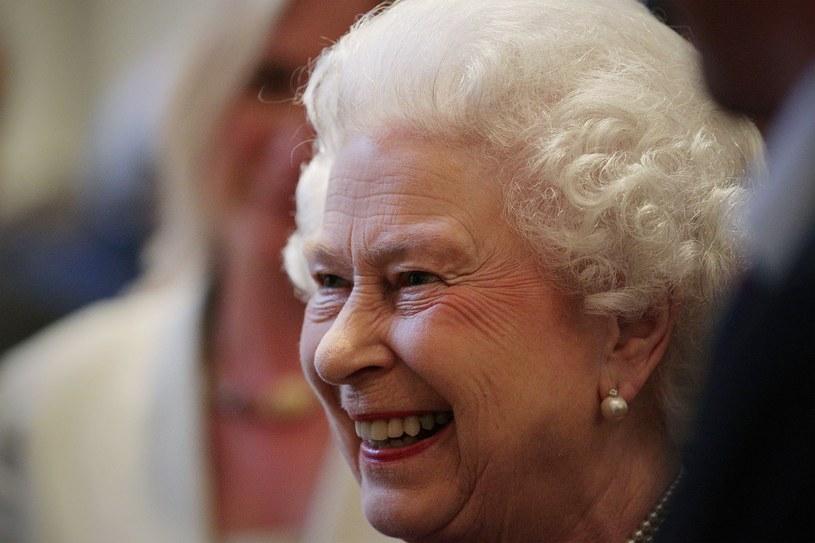 Zalegalizowanie małżeństw homoseksualnych może zmusić głowę państwa Elżbietę II do złamania przysięgi koronacyjnej /AFP