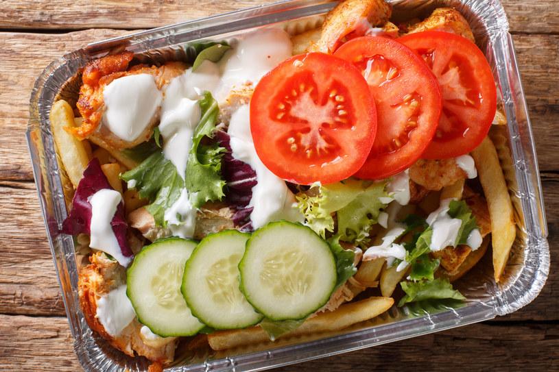 Zaletami domowego fast foodu są świeże, dobrej jakości składniki /123RF/PICSEL