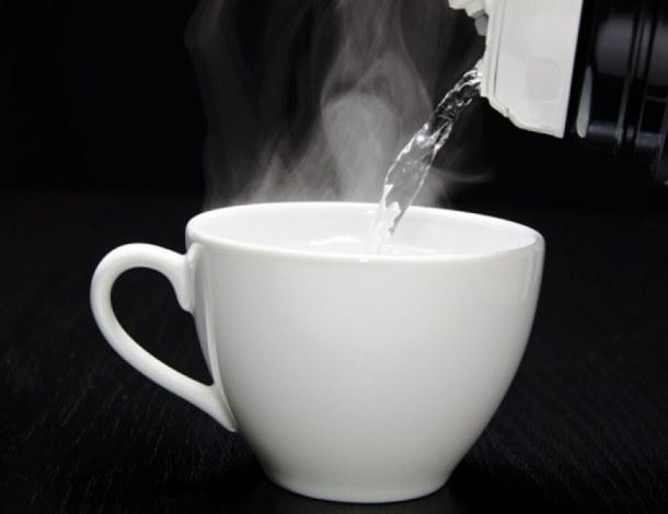 zalety picia gorącej wody /© Photogenica