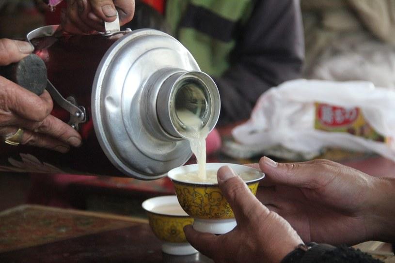 zalety picia napoju tybetańskeigo /© Photogenica