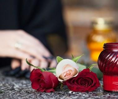 Żałoba: Czym się charakteryzuje? Ile trwa?