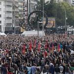 Żałoba i antyrządowe manifestacje po zamachu w Turcji