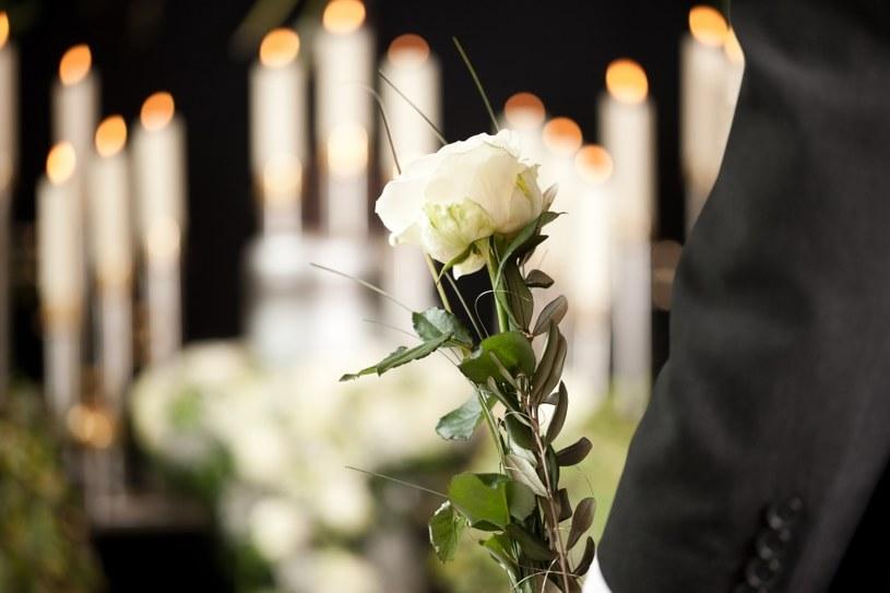Żałoba narzuca pewne zachowania /©123RF/PICSEL