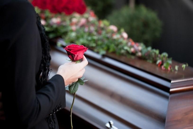 Żałoba trwa kilka miesięcy /©123RF/PICSEL