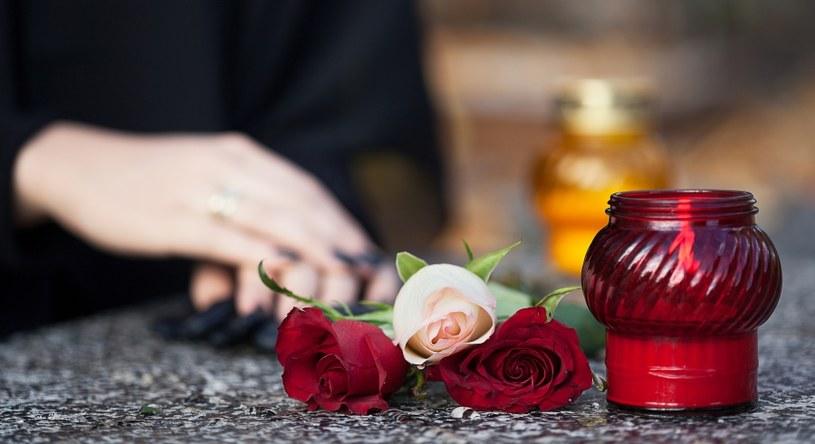 Żałobę odczuwamy po stracie bliskich /©123RF/PICSEL
