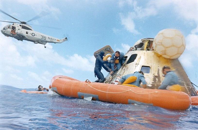 Załoga Apollo 12 tuż po wodowaniu - misja zakończyła się sukcesem                               Fot. NASA /materiały prasowe