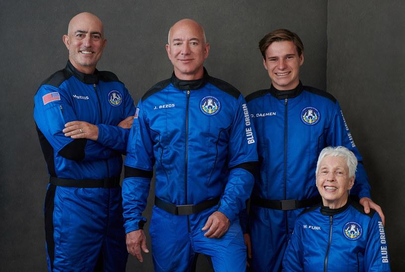 Załoga New Shepard - od lewej Mark Bezos, Jeff Bezos,  Oliver Daemen i Wally Funk /materiały prasowe