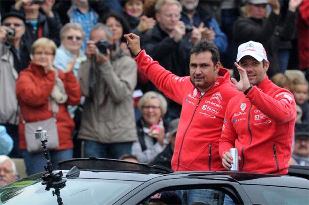 Załoga Sebastien Loeb - Daniel Elena  żegna sie z kibicami... /AFP