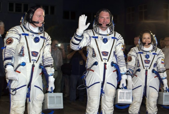 Załoga Sojuza przed wylotem /SHAMIL ZHUMATOV / POOL /PAP/EPA