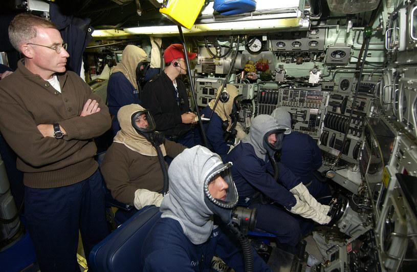 """Załoga USS """"Portsmouth"""" podczas ćwiczeń na pocątku lat 2000 /domena publiczna"""