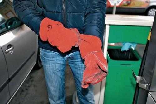 Załóż rękawice ochronne /Motor