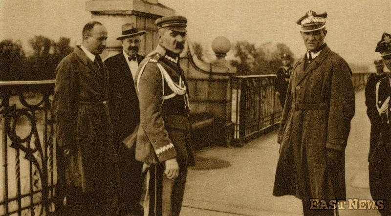Zamach majowy 1926 r. Marszałek Józef Piłsudski i generał Gustaw Orlicz-Dreszer przed spotkaniem z prezydentem Stanisławem Wojciechowskim na moście Poniatowskiego /Muzeum Niepodległości /East News