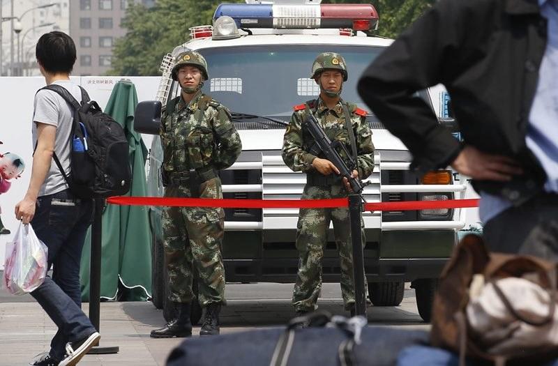 Zamachowcy chcieli zaatakować policjantów (zdjęcie ilustracyjne) /ROLEX DELA PENA    /PAP/EPA