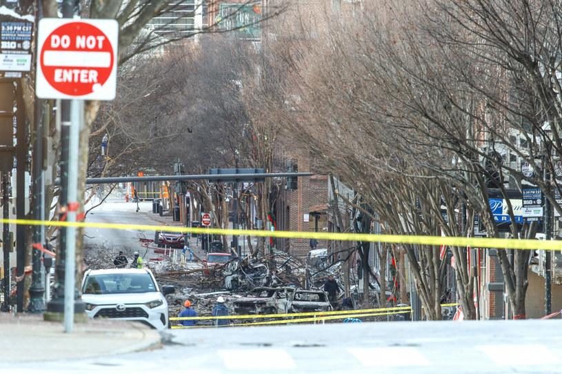 Zamachowiec z Nashville mógł mieć problemy psychiczne. Zdjęcie z miejsca eksplozji /AFP