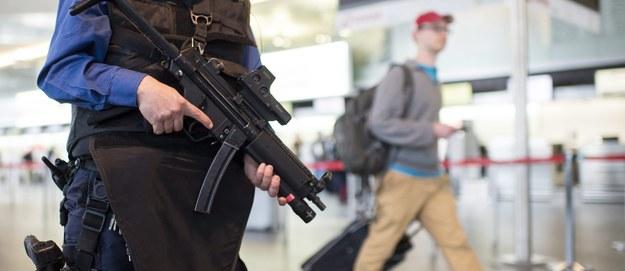 Zamachy w Brukseli. Szef MSWiA: Więcej policjantów na dworcach, lotniskach i centrach handlowych