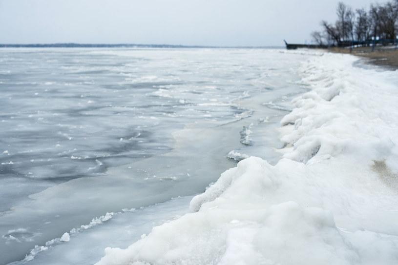 Zamarznięte jezioro; zdj. ilustracyjne /123RF/PICSEL