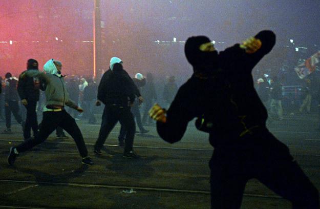 """Zamaskowany """"patriota"""" /AFP"""