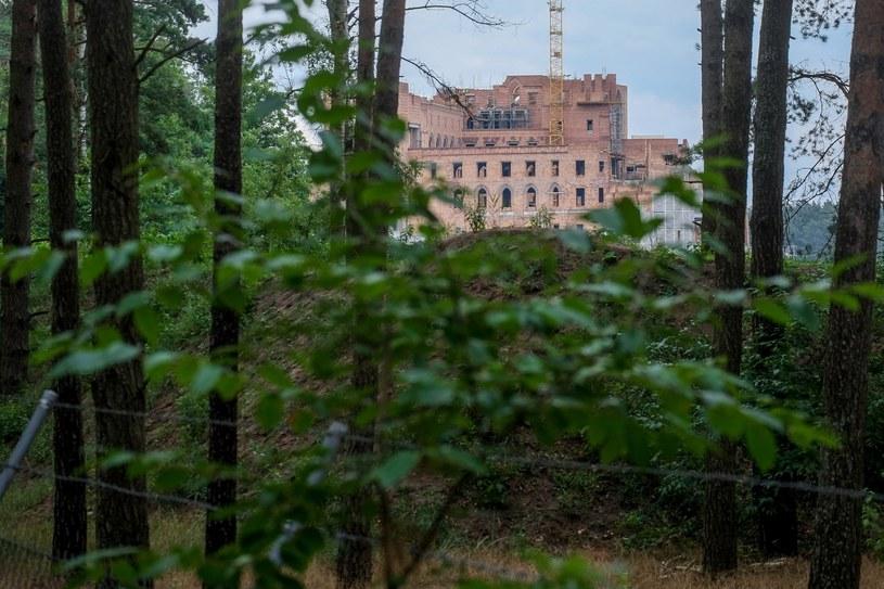 Zamek na terenie Puszczy Noteckiej /Jakub Walasek /Reporter