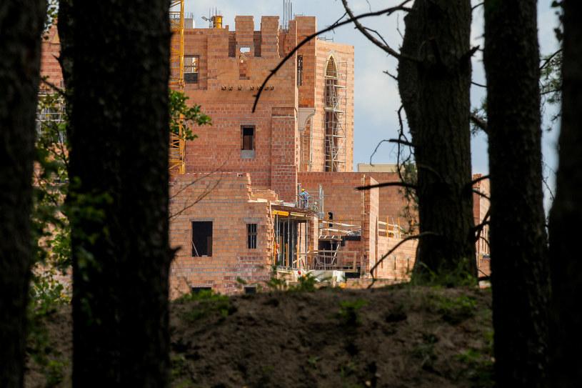 Zamek powstaje na jeziorze w miejscowości Stobnica /PAWEL F. MATYSIAK/POLSKA PRESS /East News