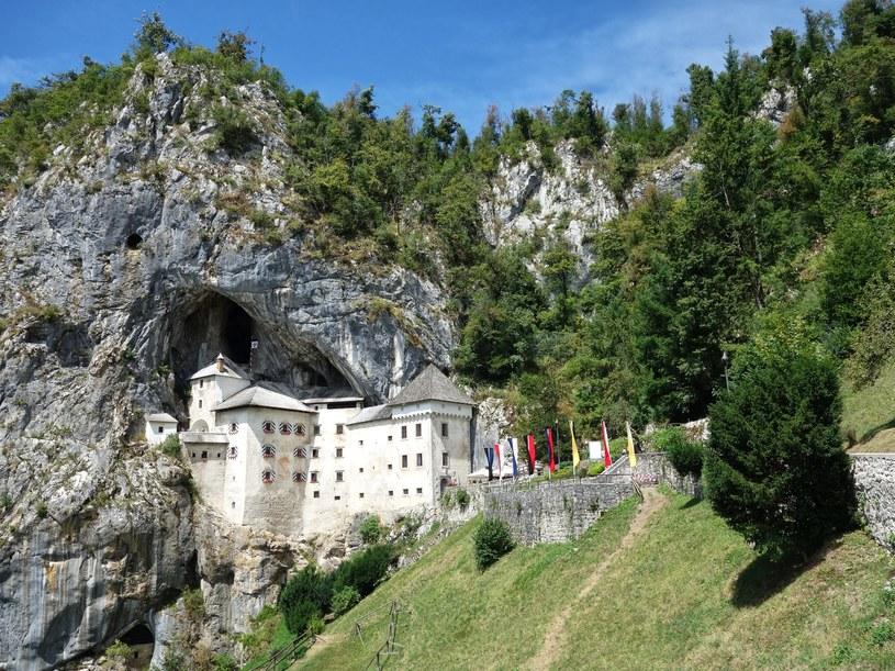 Zamek Predjama długo był twierdzą nie do zdobycia /123RF/PICSEL