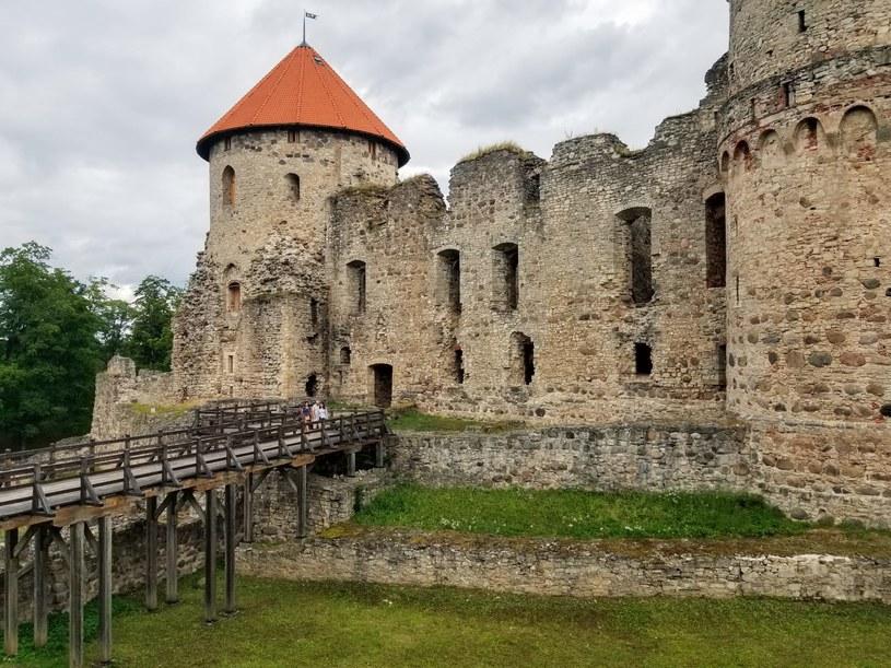 Zamek w Kiesi jest jednym z najlepiej zachowanych średniowiecznych budowli na Łotwie /Karolina Iwaniuk  /archiwum prywatne