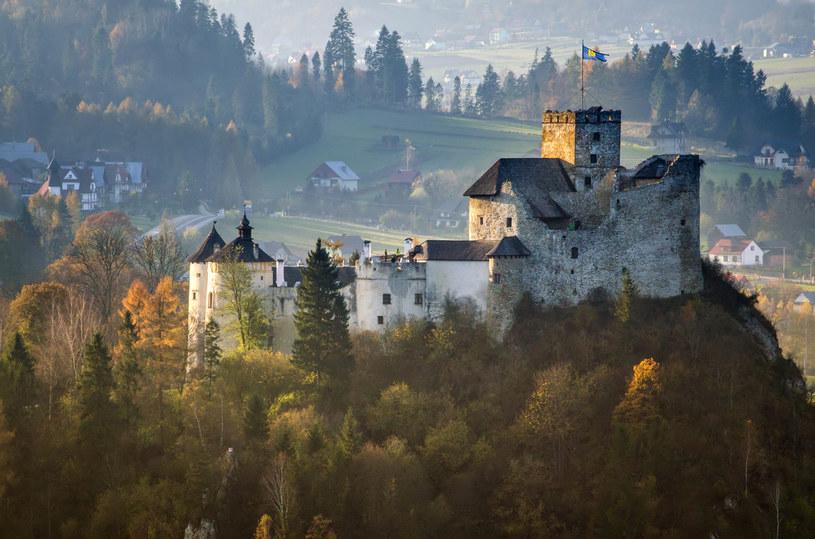 Zamek w Niedzicy w jesiennej scenerii /123RF/PICSEL