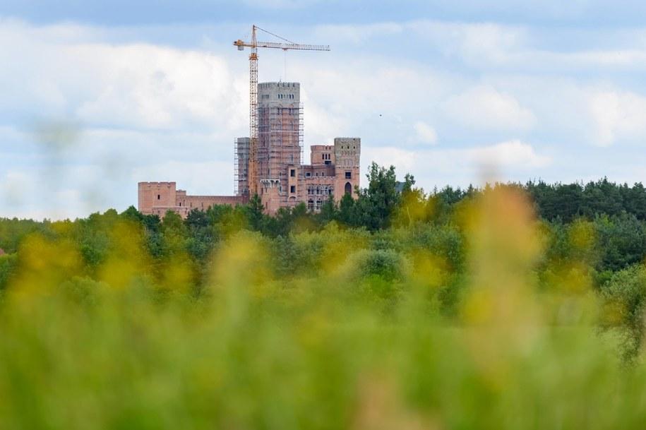 Zamek w Stobnicy na terenie chronionego Obszaru Natura 2000 w Puszczy Noteckiej /Jakub Kaczmarczyk /PAP
