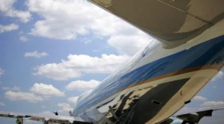 Zamiast cywilnego lotniska ma powstać amerykańska baza? /AFP