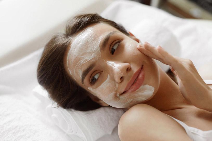 Zamiast drogich kosmetyków stosuj domowe maseczki /123RF/PICSEL