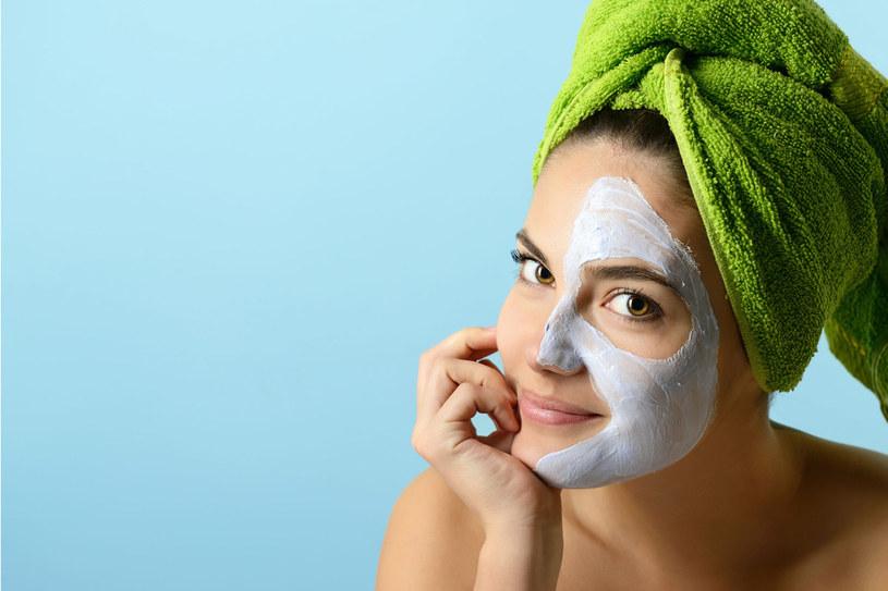 Zamiast drogich zabiegów, wykorzystaj domowe sposoby na poprawienie kondycji skóry /123RF/PICSEL