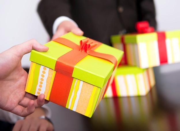 Zamiast dwóch, kup jeden prezent. Wyjdzie taniej i lepiej! /© Panthermedia