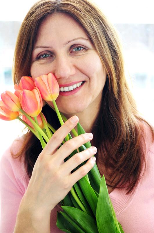 Zamiast kwiatów podaruj mamie kwiatowe kosmetyki /© Panthermedia