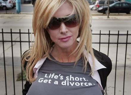 Zamiast łez, wstydu i poczucia klęski - impreza rozwodowa z przyjaciółkami /AFP