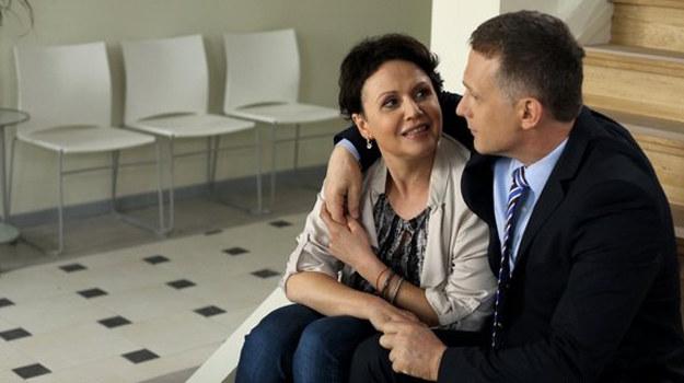Zamiast srebrnej bransoletki Maria dostanie od męża... breloczek do kluczy! /www.mjakmilosc.tvp.pl/