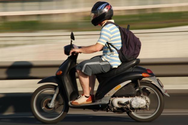 Zamiast stać w korkach, kup skuter i odliczaj VAT /© Panthermedia