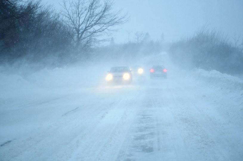 Zamieć śnieżna na drodze krajowej nr 28 w Kuźminie, 8 stycznia 2018 /Darek Delmanowicz /PAP