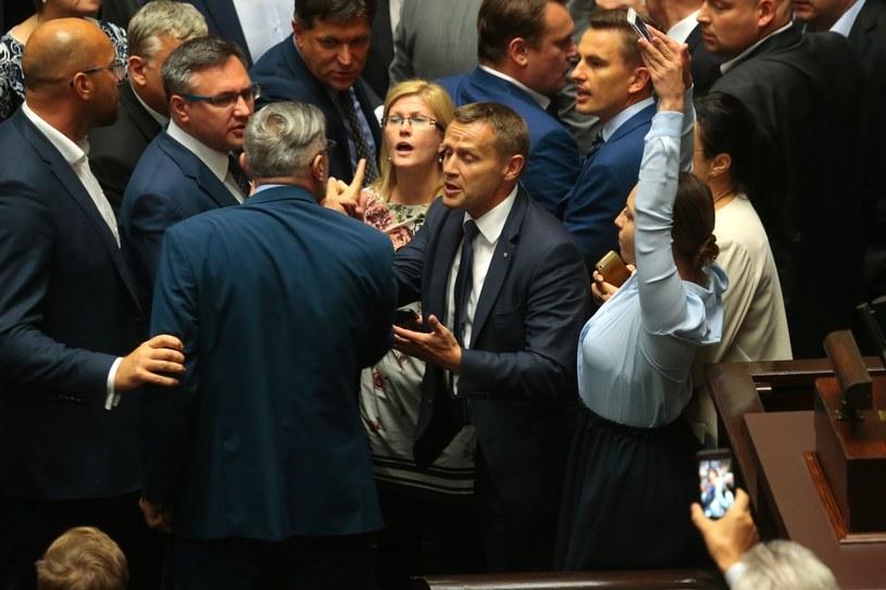 Zamieszanie na sali sejmowej /Jankowski /Reporter
