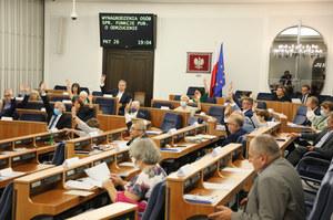 Zamieszanie po głosowaniu w Senacie. KO poparło poprawkę senatora z PiS