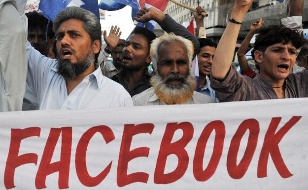 Zamieszczanie na Facebooku podobizn proroka Mahometa wywołało falę protestów w świecie islamskim /AFP