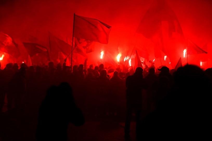 Zamieszki na trasie Marszu Niepodległości na rogu ulicy Puławskiej i Spacerowej w Warszawie /Tomasz Gzell /PAP