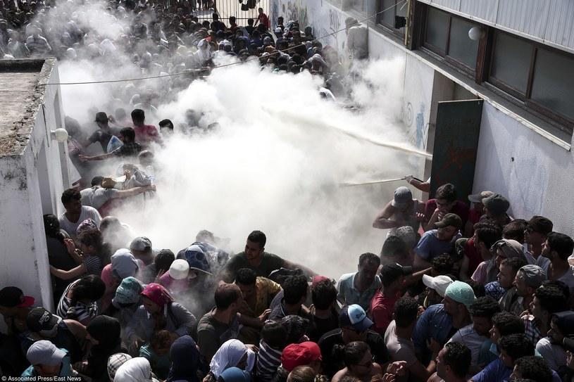 Zamieszki na wyspie, fot. AP/FOTOLINK /East News